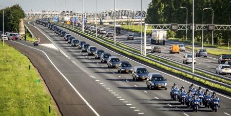 Rouwstoet onderweg naar Hilversum