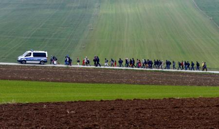 Migrants are escorted by German police to a registration centre, after crossing the Austrian-German border in Wegscheid near Passau, Germany, October 20, 2015.(REUTERS/Michael Dalder)